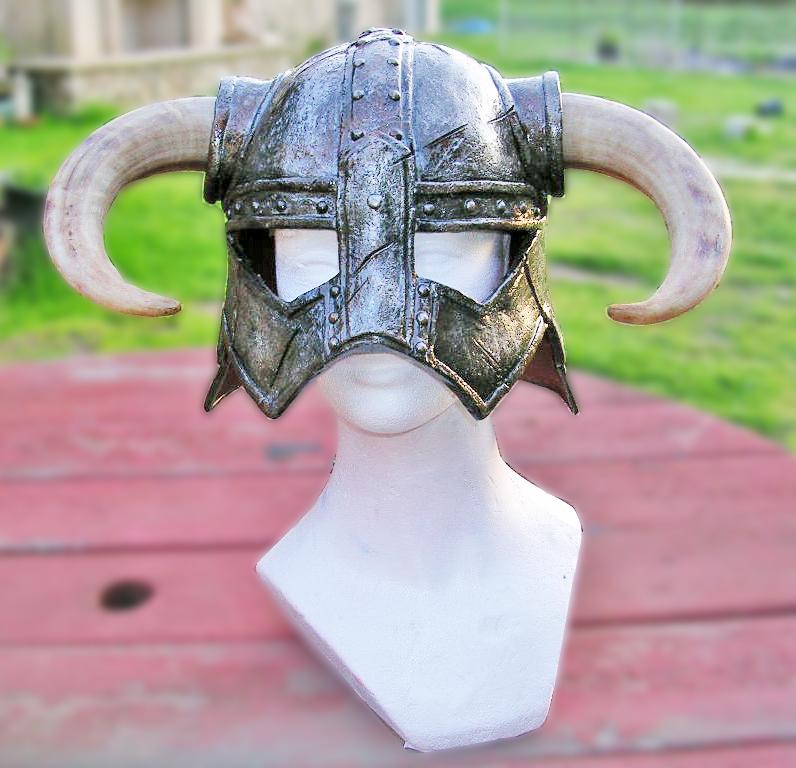 Skyrim Horned Iron Helmet Dovahkiin